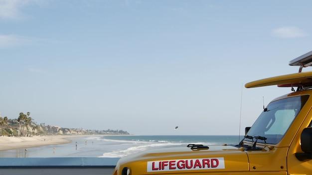 Carro salva-vidas amarelo, cais da praia de san clemente, califórnia eua