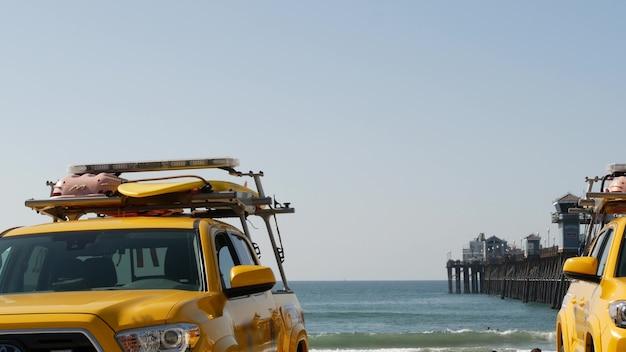 Carro salva-vidas amarelo, praia oceanside, califórnia eua