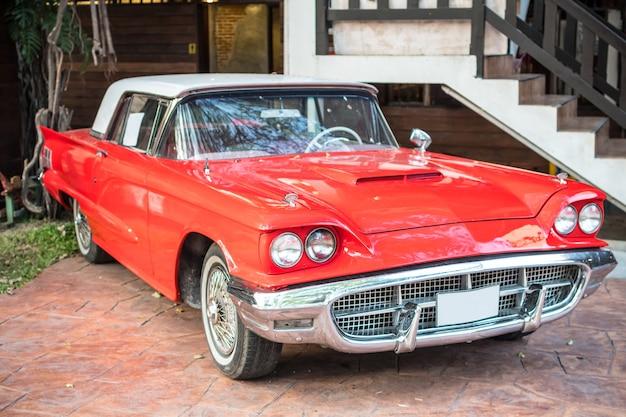 Carro vermelho vintage