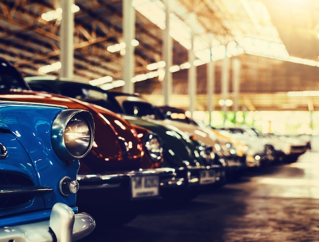 Carros antigos clássicos com colorido, imagens de estilo de efeito retrô vintage.