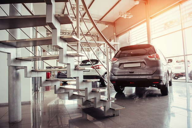 Carros no showroom da exposição