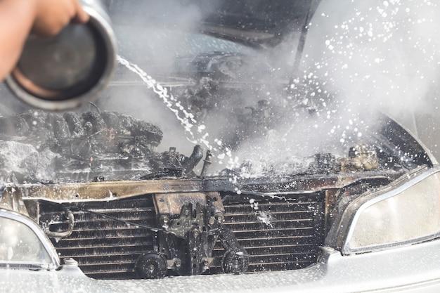Carros queimando