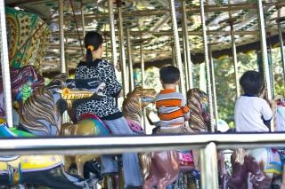 Carrossel de parque de diversões, festival