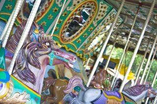 Carrossel de parque temático, bacanal