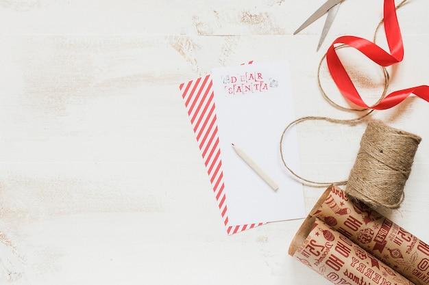 Carta do pai natal com embrulho para presente