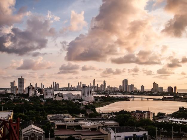 Cartagena colômbia pôr do sol nuvens