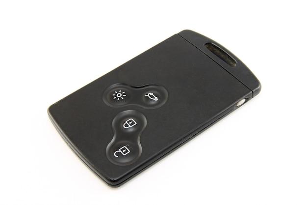 Cartão-chave de carro preto moderno isolado no branco