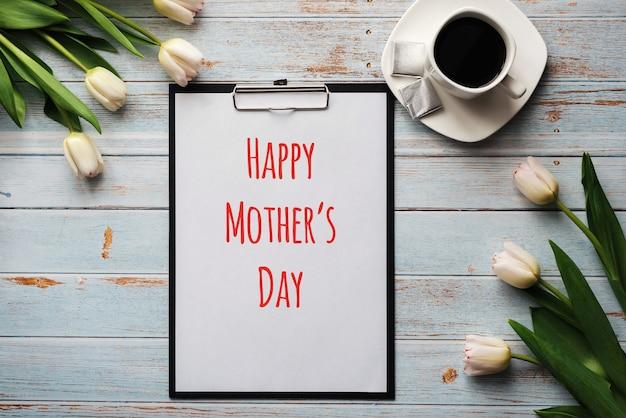 Cartão com letras feliz dia das mães.