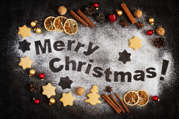 Cartão com pão de gengibre, letras de feliz natal e brinquedos de natal