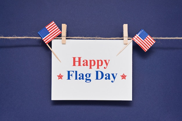 Cartão com texto feliz dia da bandeira eua para 14 de junho