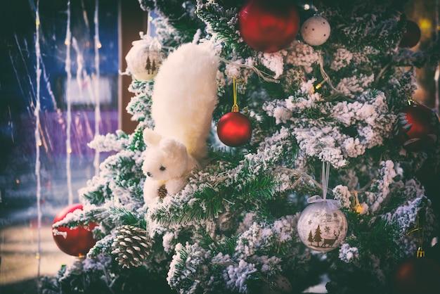 Cartão de ano novo decorado com árvore de natal