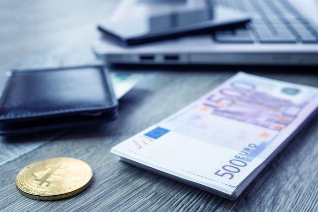 Cartão de banco laptop smartphone euro