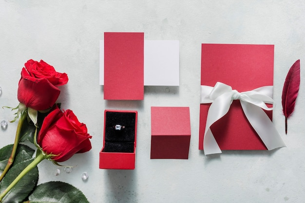 Cartão de casamento com anel de noivado