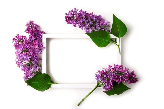 Cartão de convite. composição de flores plana leigos