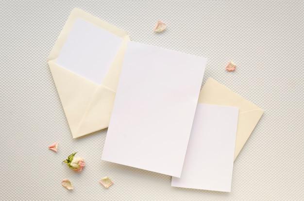 Cartão de convite de casamento minimalista