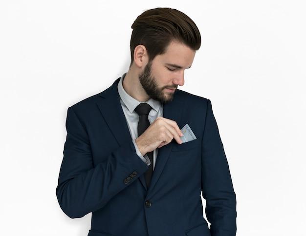 Cartão de crédito de homem de negócios caucasiano