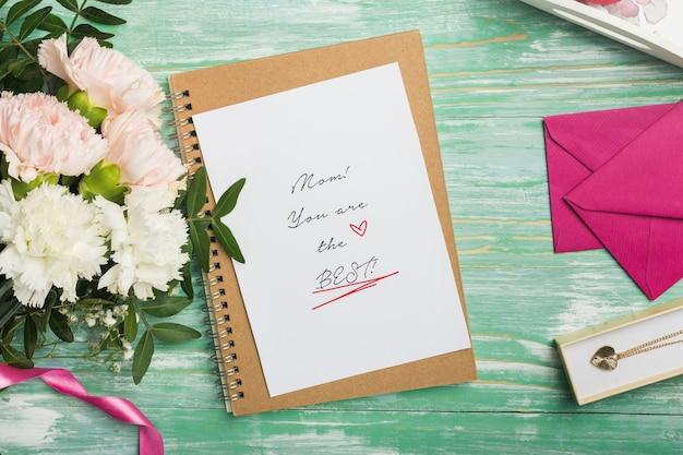 Cartão de dia das mães com envelopes