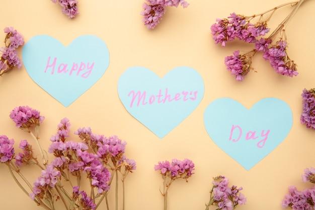 Cartão de dia das mães com flores. vista do topo