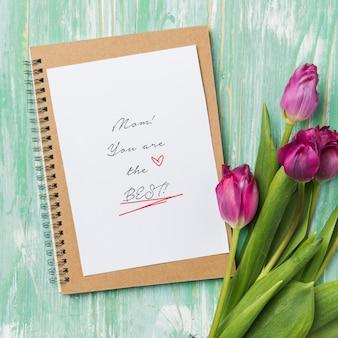 Cartão de dia das mães com tulipas