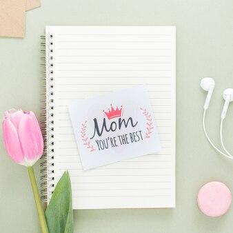 Cartão de dia das mães no notebook