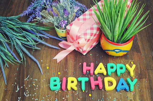 Cartão de feliz aniversário simulado