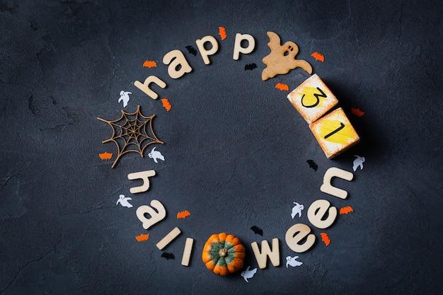 Cartão de halloween com fantasmas de abóbora teia de aranha e morcegos