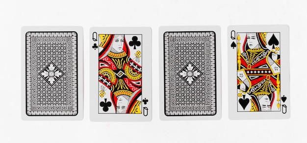Cartão de jogo de cartas de rainha e modelo de fundo branco traseiro