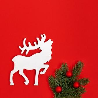 Cartão de natal com veado branco artesanal e galho de árvore de natal