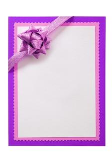 Cartão de natal em branco branco laço vermelho decoração vertical
