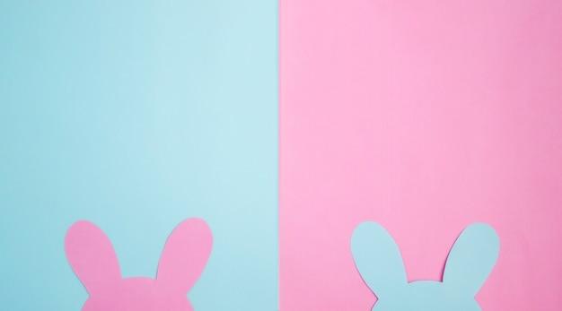 Cartão de páscoa com coelhinho da páscoa. composição em tons pastel de rosa e azul