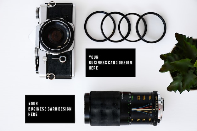 Cartão de visita com câmera de filme antigo e lentes com filtros e óculos
