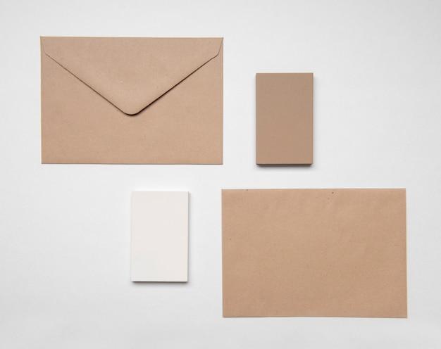 Cartão de visita de negócios de papelaria e envelope
