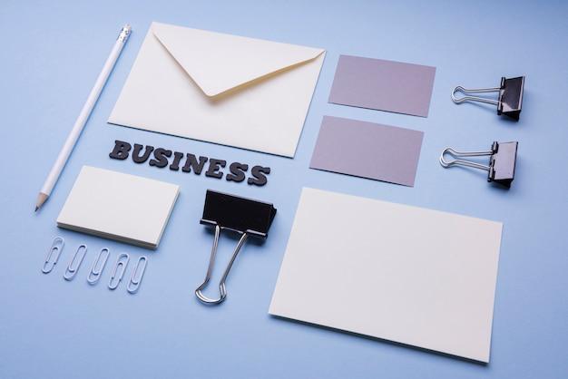 Cartão de visita e envelope vazios