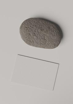 Cartão de visita em branco com seixo