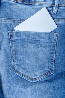 Cartão de visita em branco do bolso de calças de ganga