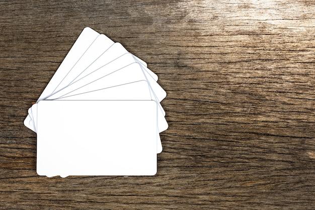 Cartão de visita em branco em grão de madeira fundo detalhe objeto arte