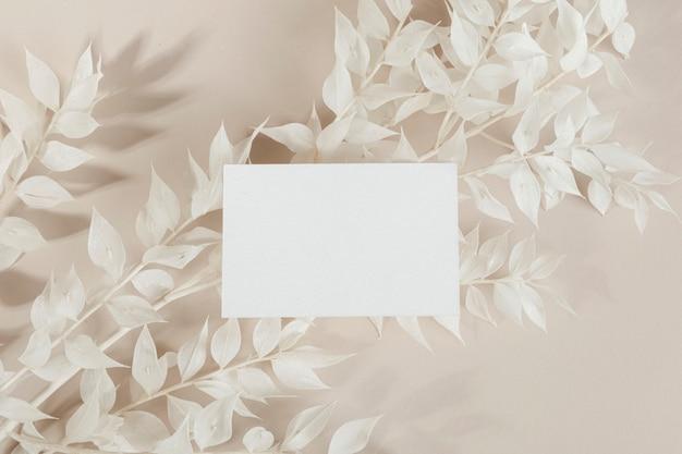 Cartão de visita em maquete de ramos ornamentais