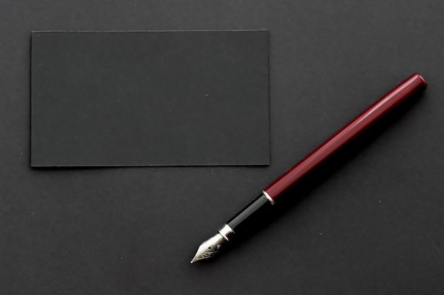 Cartão de visita preto em branco para maquete de marca de luxo e design de identidade corporativa