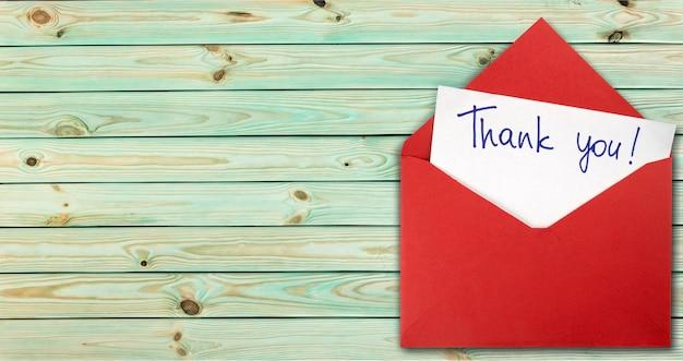Cartão em branco e envelope com agradecimento