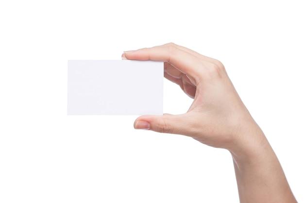 Cartão em branco na mão com traçado de recorte isolado no fundo branco,