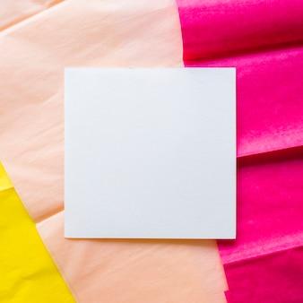 Cartão em papel de embrulho