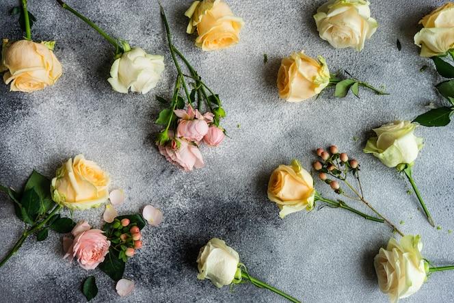 Cartão floral em concreto
