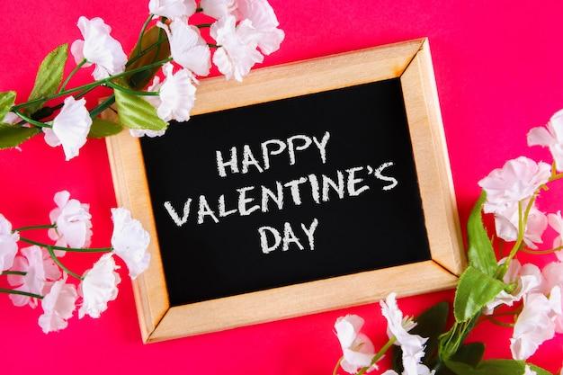 Cartão para dia dos namorados com texto feliz dia dos namorados.