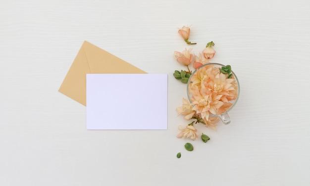 Cartão postal com flores