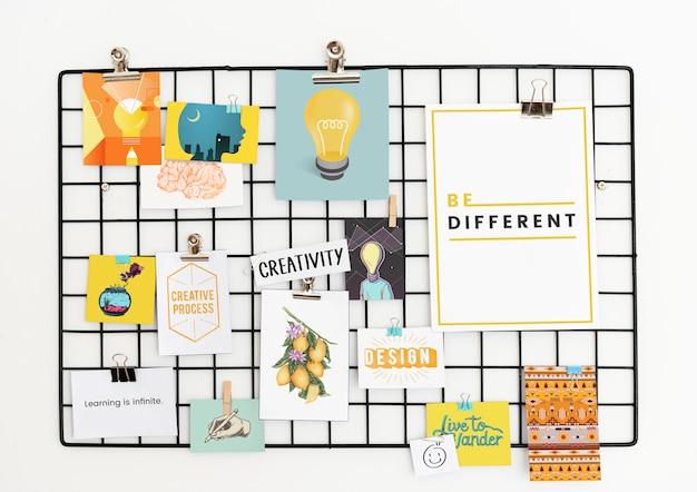 Cartão postal criativo definido em um rack