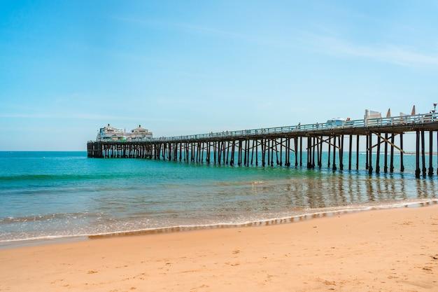 Cartão postal da califórnia no cais da praia de malibu