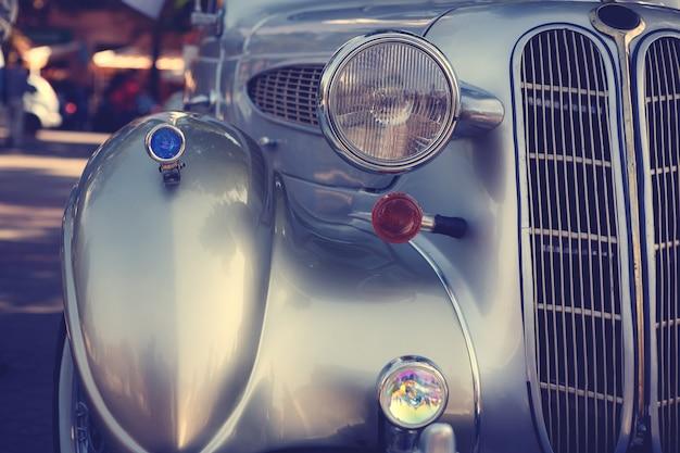 Cartão postal retrô do carro antigo
