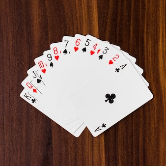 Cartas de jogar baralho completo fundo branco mockup