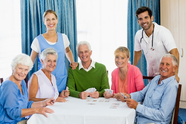 Cartas de jogar de idosos