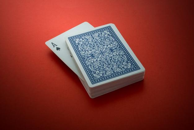 Cartas de jogar isoladas